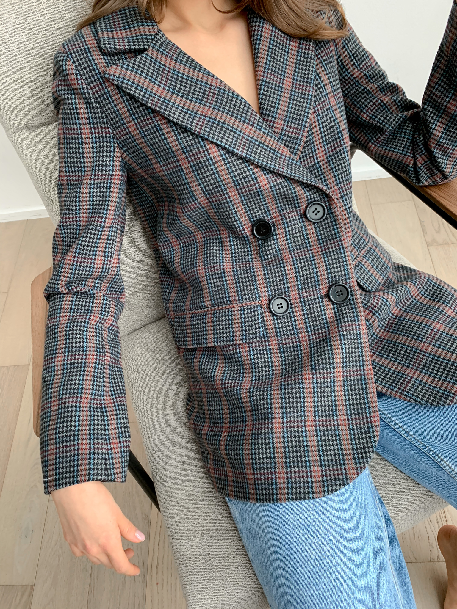 Пиджак прямой двубортный в клетку из шерсти (сине-серый)
