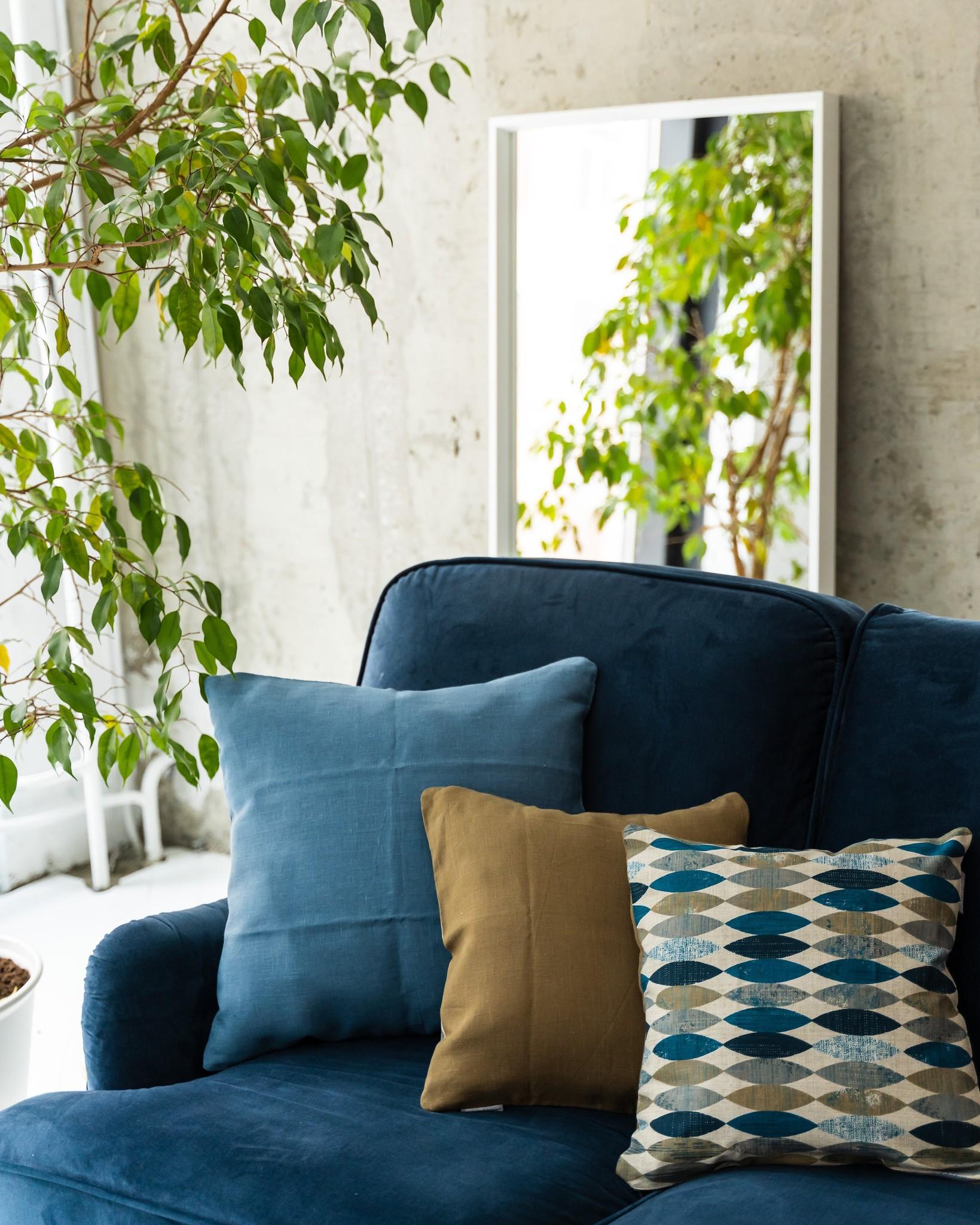 Чехол для декоративной подушки льняной с молнией.