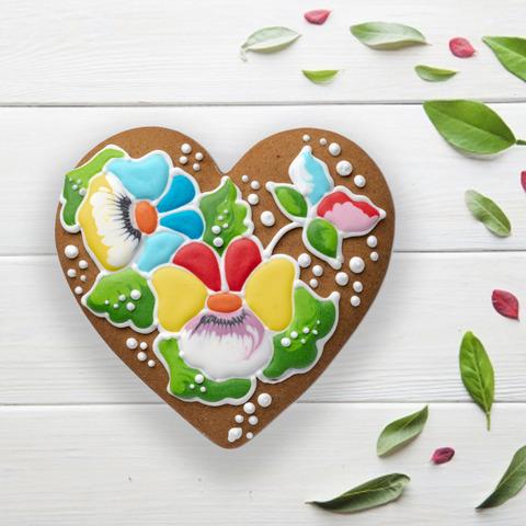 Фотография Пряник «Сердечко с цветами» / 100 гр купить в магазине Афлора