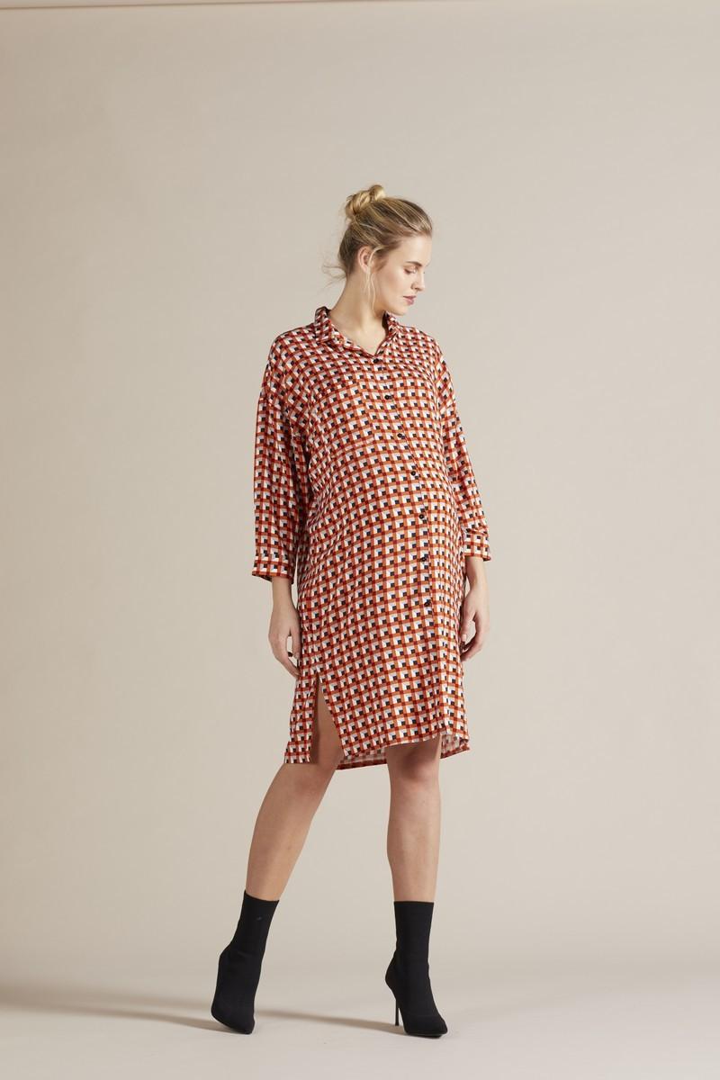 Фото платье-рубашка для беременных GEBE от магазина СкороМама, геометрия, принт, размеры.