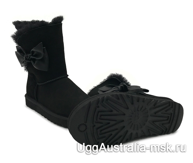 UGG Daelynn Black
