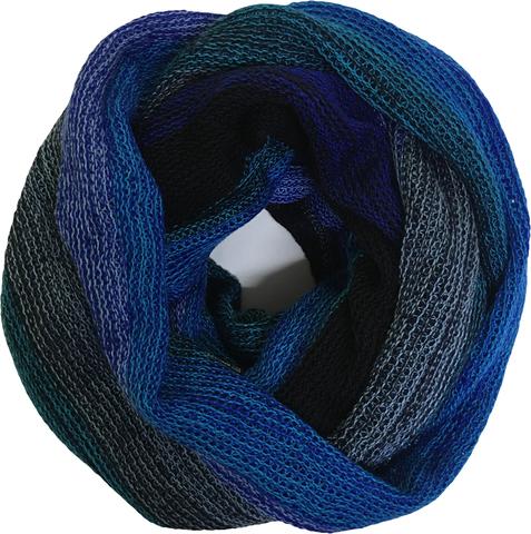 Зимний полосатый снуд в синей гамме
