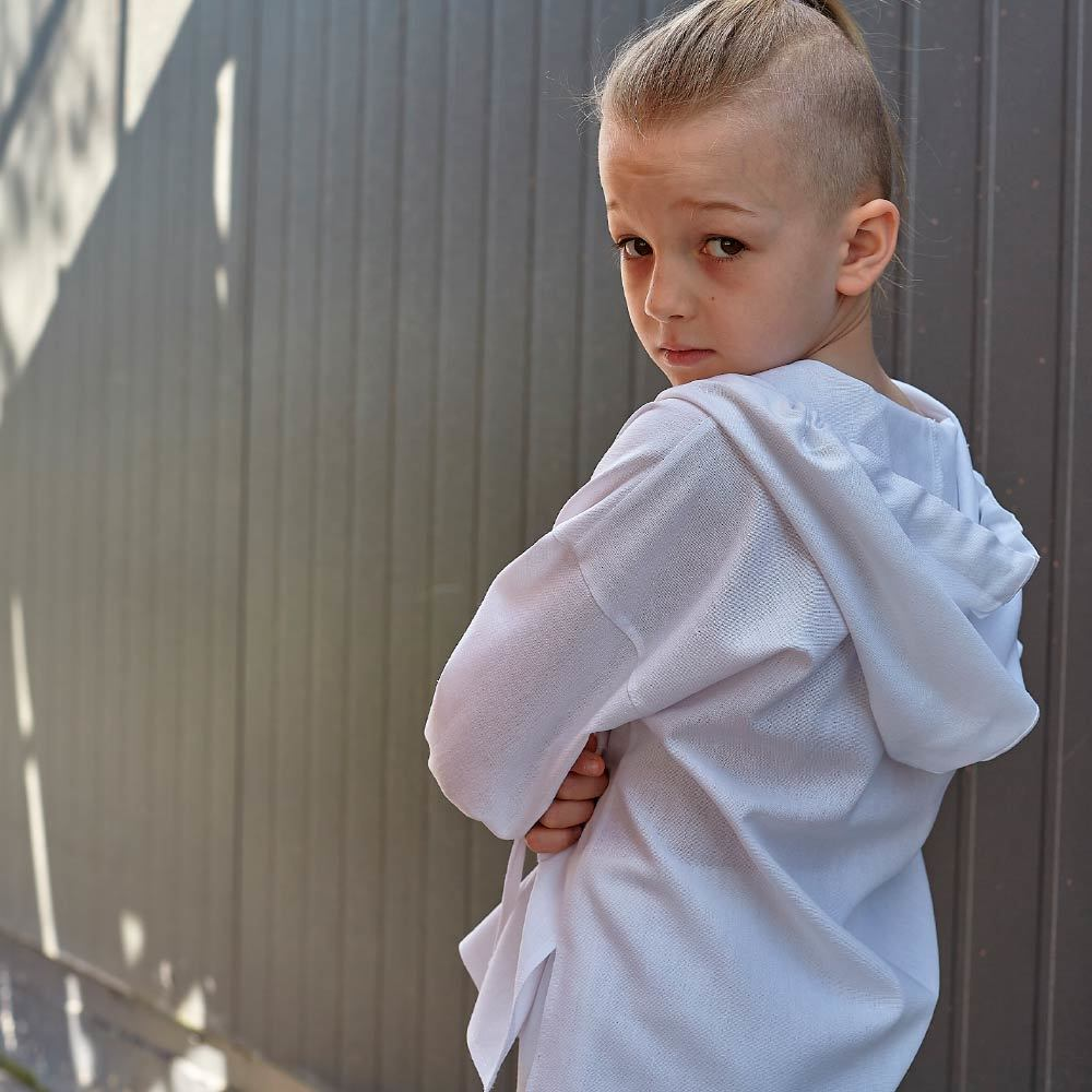 Дитячий костюм з льону для хлопчиків в білому кольорі