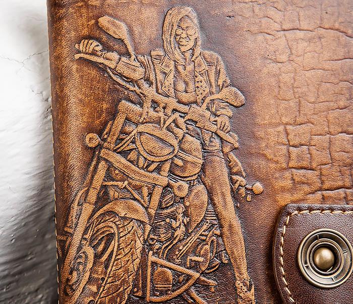 BY11-01-03 Кожаная обложка для документов с девушкой байкером фото 02