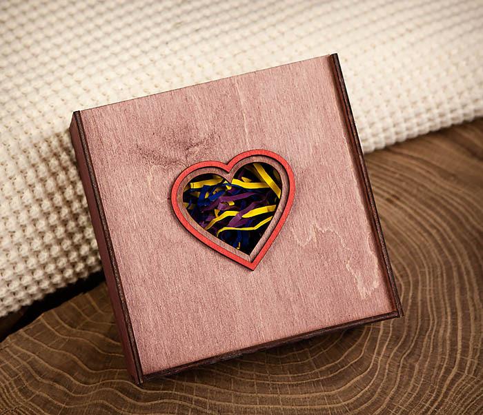 BOX209-3 Подарочная коробка фиолетового цвета с сердцем (17*17*7 см)