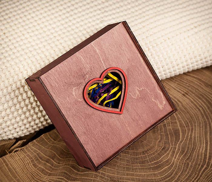 BOX209-3 Подарочная коробка фиолетового цвета с сердцем (17*17*7 см) фото 02