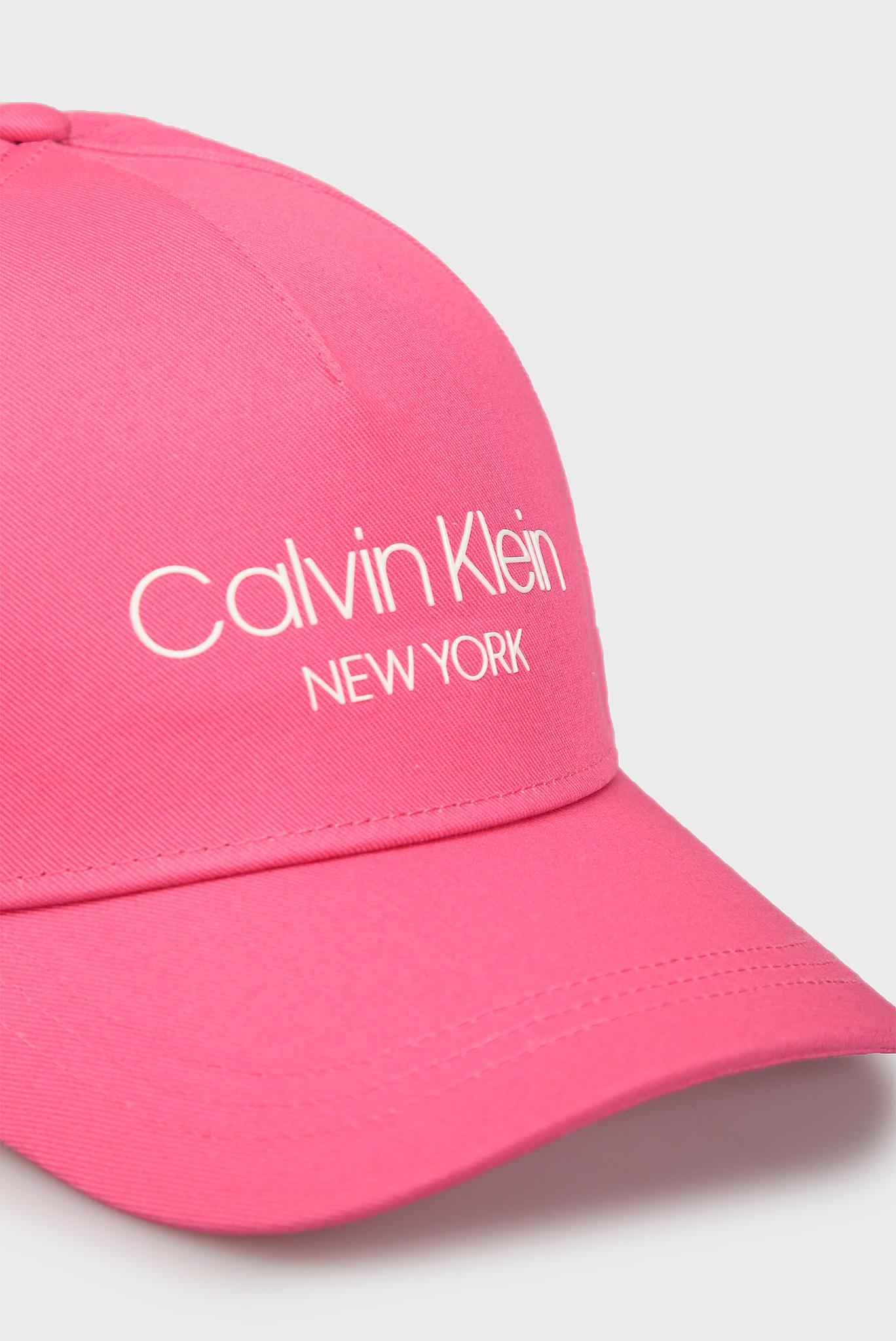 Женская розовая кепка Calvin Klein
