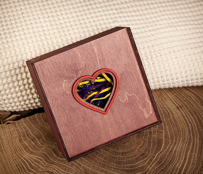 BOX209-3 Подарочная коробка фиолетового цвета с сердцем (17*17*7 см) фото 03