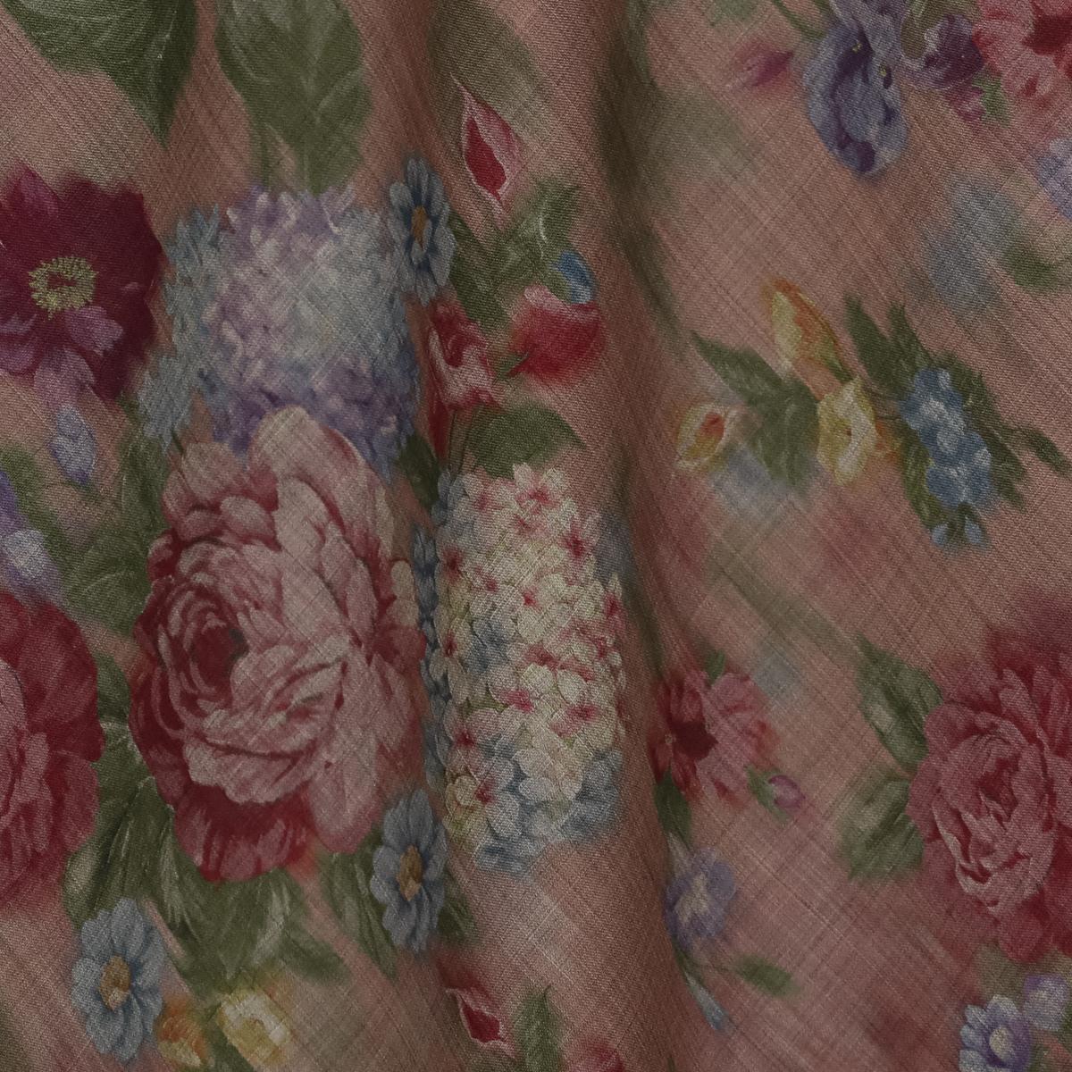 Тонкая шерстяная ткань с цветами в красных оттенках