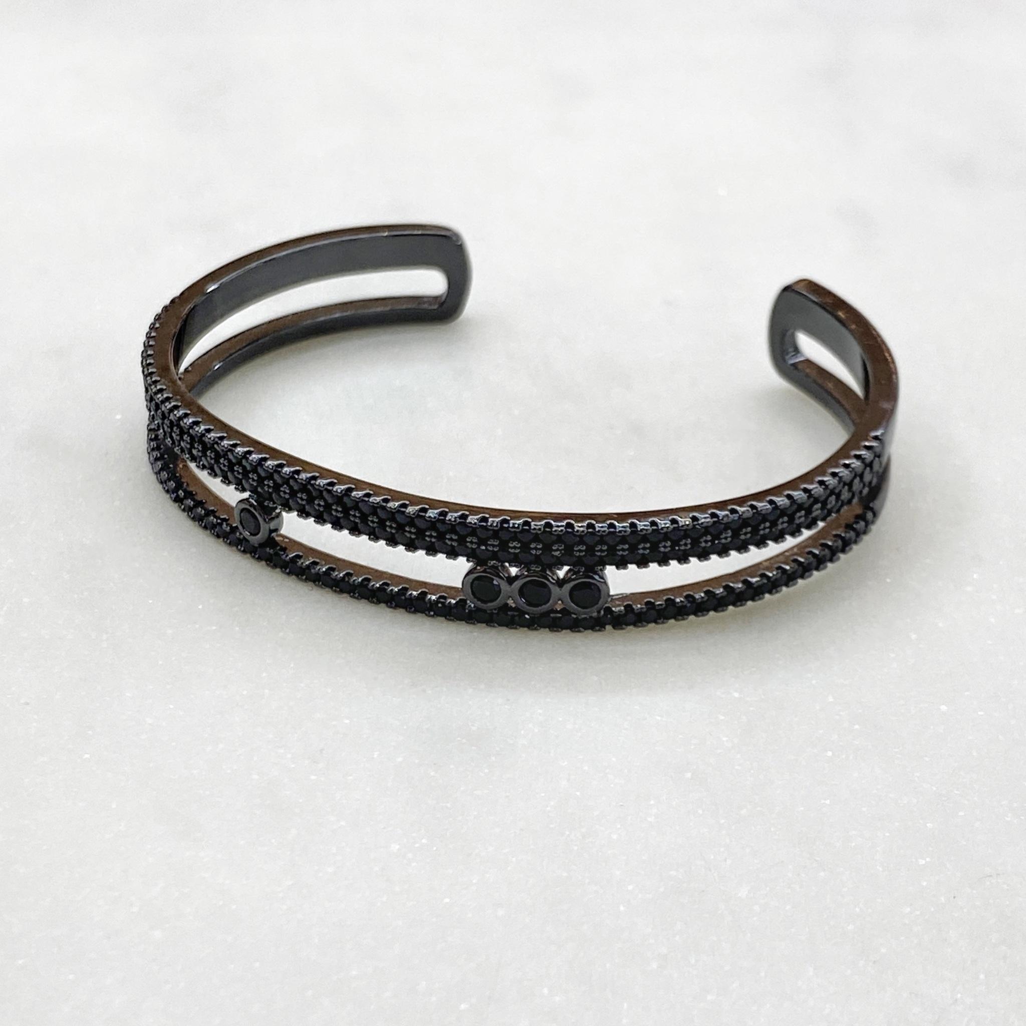 Браслет-обруч с цирконами (черный) free size
