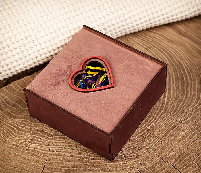 BOX209-3 Подарочная коробка фиолетового цвета с сердцем (17*17*7 см) фото 04