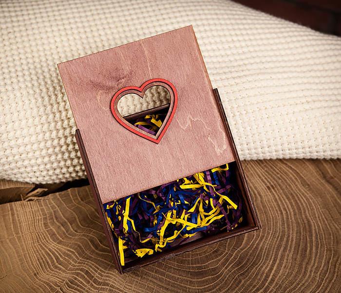 BOX209-3 Подарочная коробка фиолетового цвета с сердцем (17*17*7 см) фото 05
