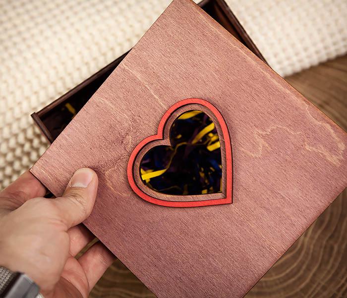 BOX209-3 Подарочная коробка фиолетового цвета с сердцем (17*17*7 см) фото 06