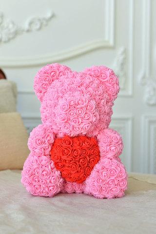 Мишка из Роз Розового цвета с красным сердцем