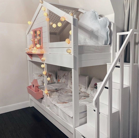 Двухъярусная кровать-домик с комодом для девочки