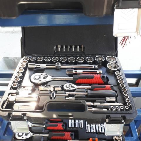 Наборы инструментов для автомобиля