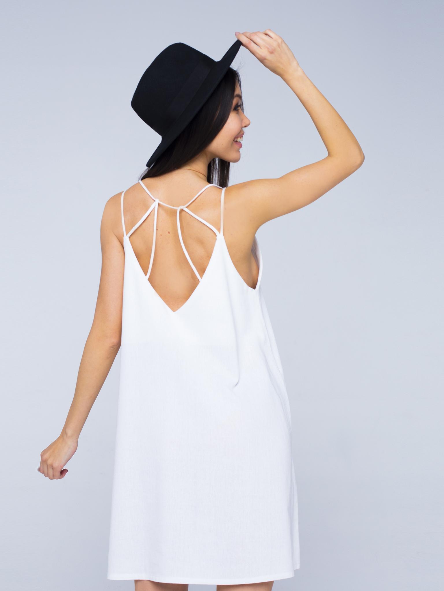 Платье белое льняное с открытой спинкой мини