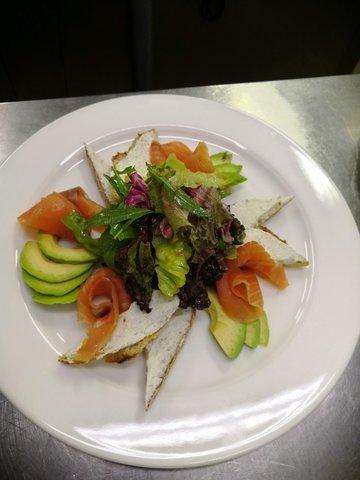 Салат з сьогою та авокадо
