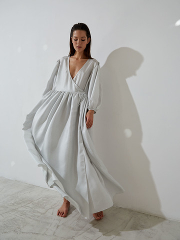 Платье на запах из шёлка белый в горох