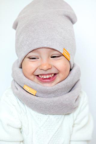 детская шапка из турецкой шерсти молочная