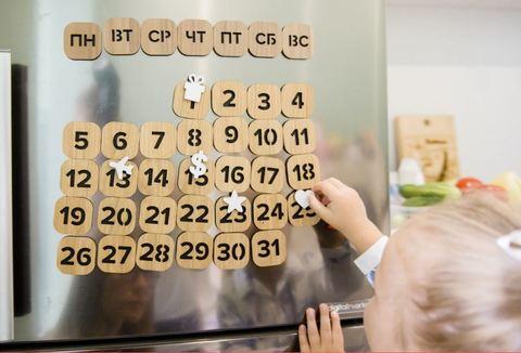 Вечный магнитный календарь дерево