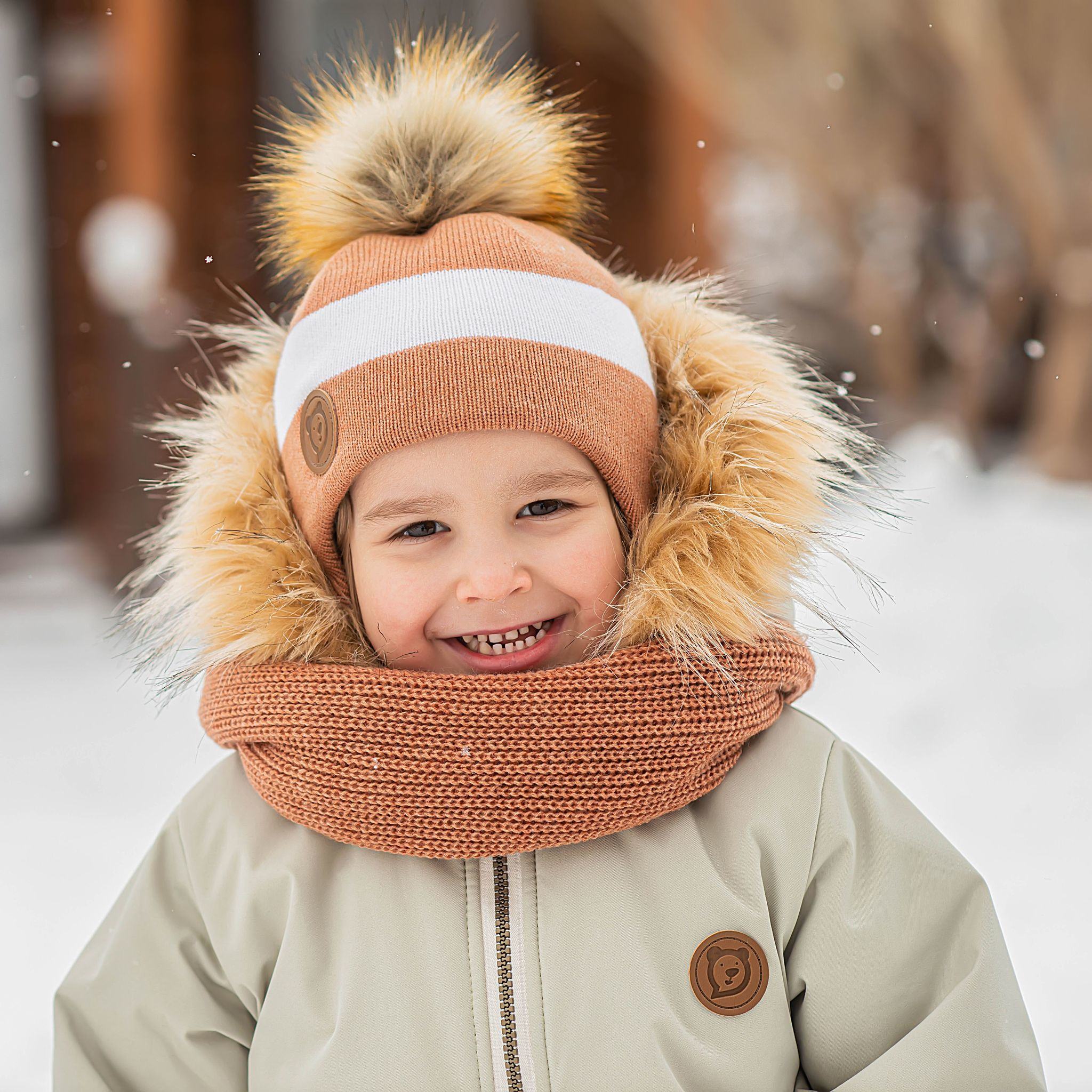 Winter hat with ties and fur pompon - Sorbet