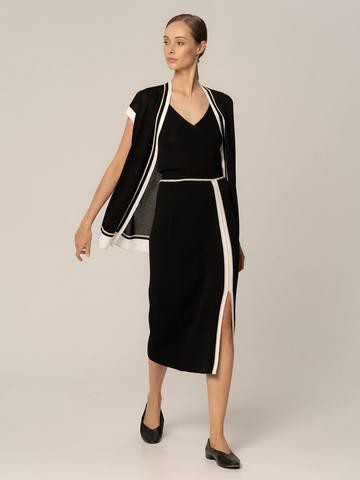 Женская юбка черного цвета из вискозы с разрезом и контрастной полосой - фото 2