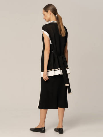 Женская юбка черного цвета из вискозы с разрезом и контрастной полосой - фото 4