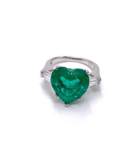 90156- Роскошное кольцо из серебра с изумрудным кварцем в форме сердца