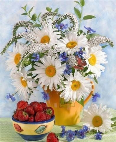 Алмазная Мозаика 30x40 Букет полевых цветов и тарелка клубники (Арт. MТС3580 )