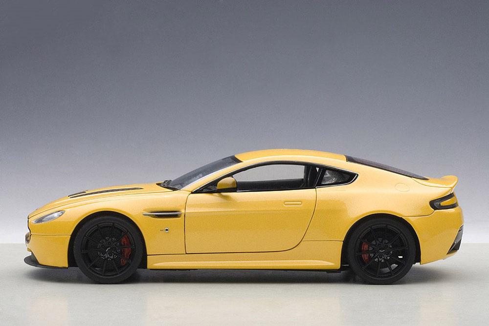 Коллекционная модель Aston Martin V12 Vantage S 2015 Yellow