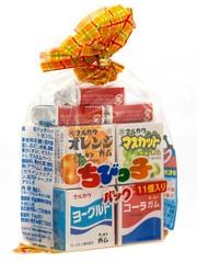 Жевательная резинка Marukawa Ассорти из 11 жевательных резинок (апельсин, зеленый виноград, йогурт, кола, клубника) пакет, 58,2 гр.