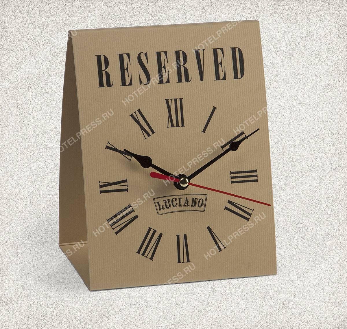 "Табличка  ""Reserved"" с часами."