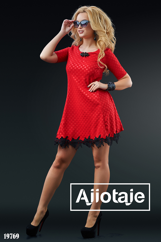 Платье мини с макраме красного цвета
