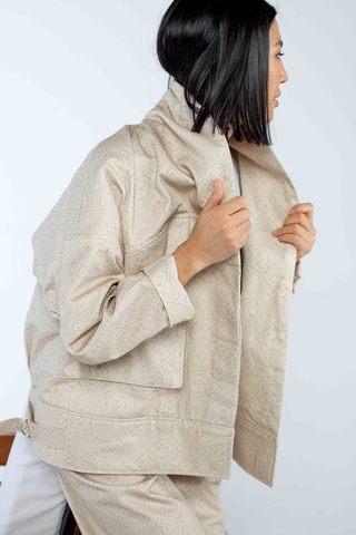 Куртка бежевая с шалевым воротником (принт 49-08) Adili