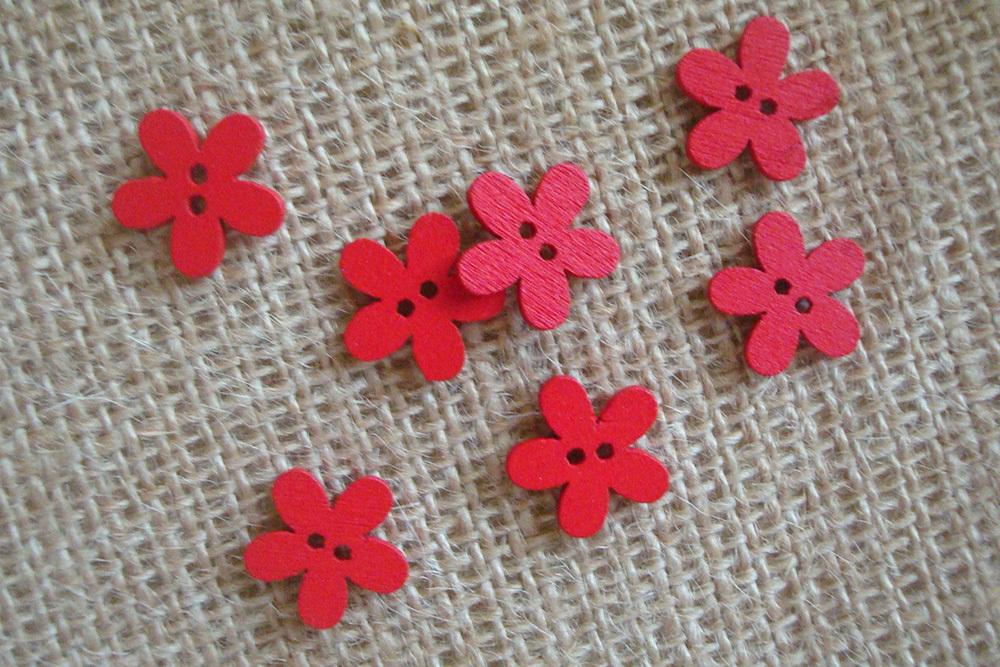 Деревянные пуговки-цветочки, красный