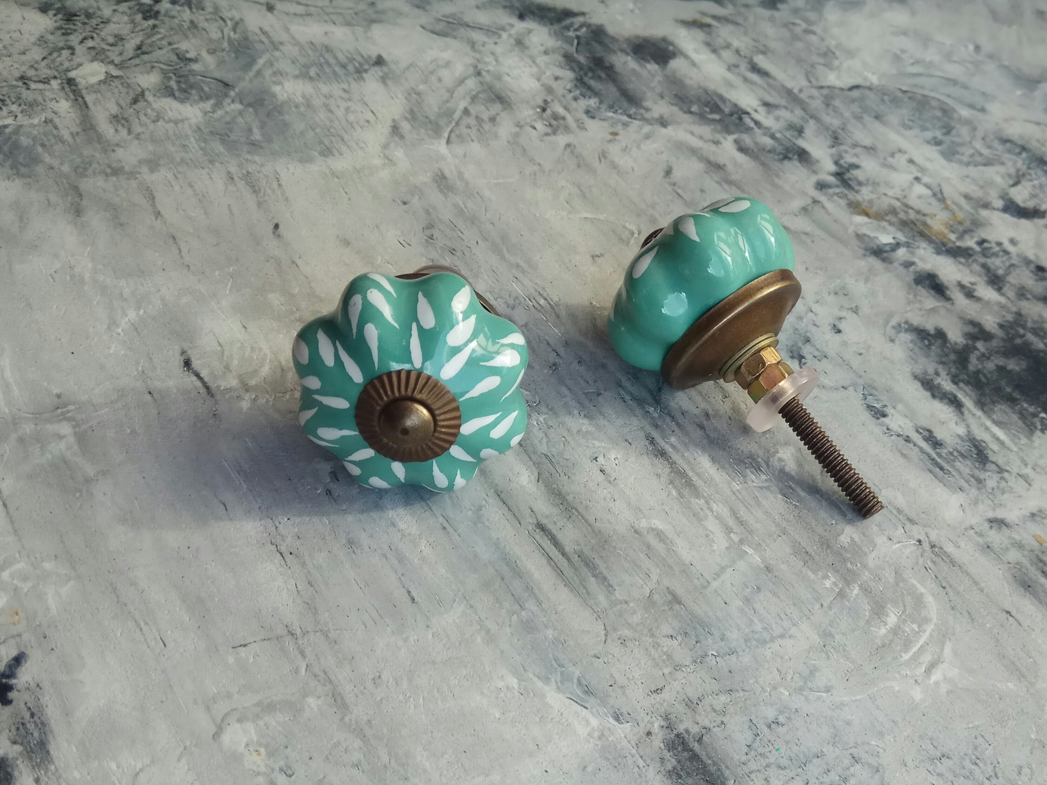Ручка мебельная керамическая бирюзовая с белым узором, арт. 00001095