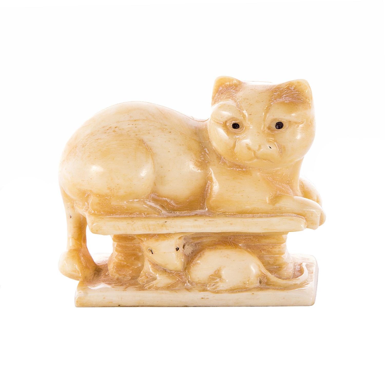 Кот на лавочке