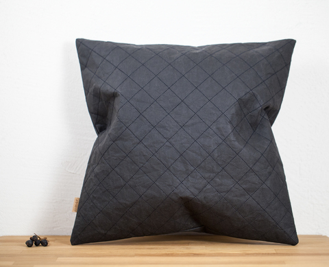 Черный стёганый чехол на подушку, моющаяся крафт-бумага, 37х37 см