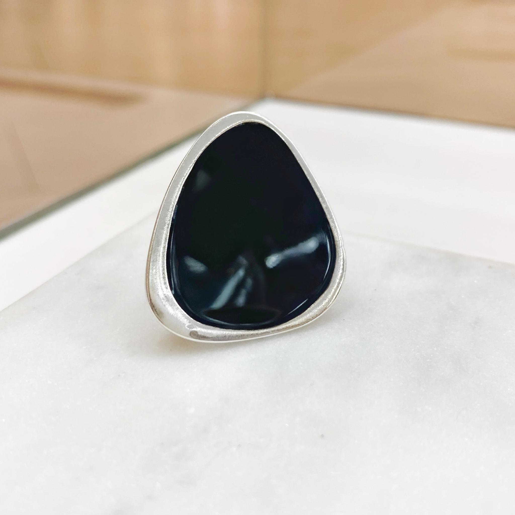 Кольцо Vi треугольник асимметрия черный