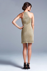 Mac Duggal 22133 Платье выполнено из золотистой ткани, короткая прямая юбка