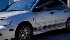 Виниловые полосы на кузов автомобиля Mitsubishi