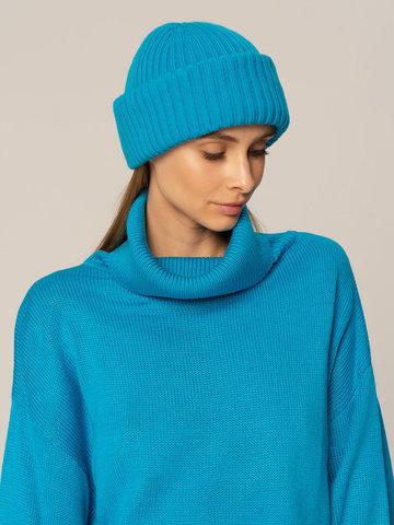 Женский комплект из свитера и шапки ярко-синего цвета - фото 4