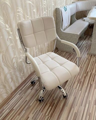 Кресло мастера Comby (для маникюра/косметолога), регулировка высоты, на колесиках
