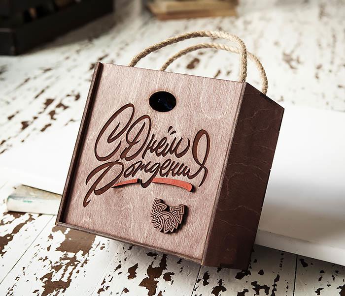 BOX226-3 Вместительная коробка «С Днем Рождения» с веревочными ручками (17*17*10 см) фото 04