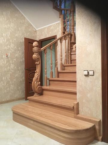 Лестница из массива ясеня. Проект №13