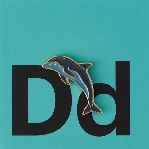 Значок металлический Зоопарк: Дельфин