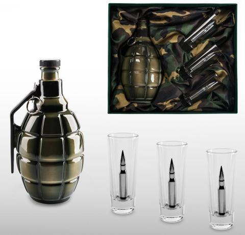 Подарочный набор для водки с керамическим штофом «Бей врага до последнего патрона»