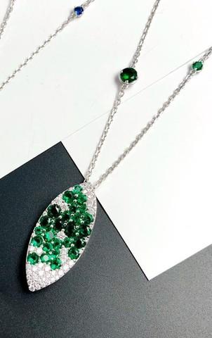 Колье  GIARDINI из серебра с подвеской в форме лепестка с зелеными цирконами