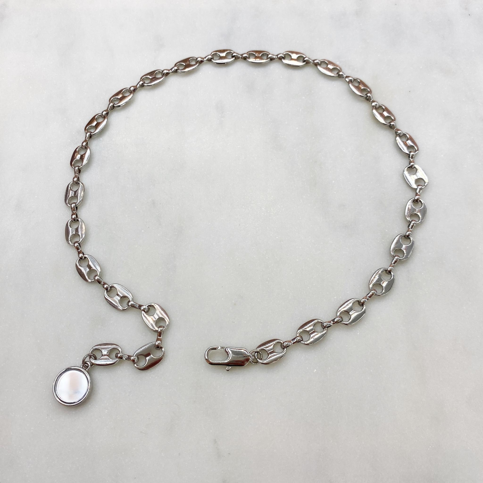 Цепь узкая с звеньями в виде пряжечек и зеркальной подвеской (серебристый)